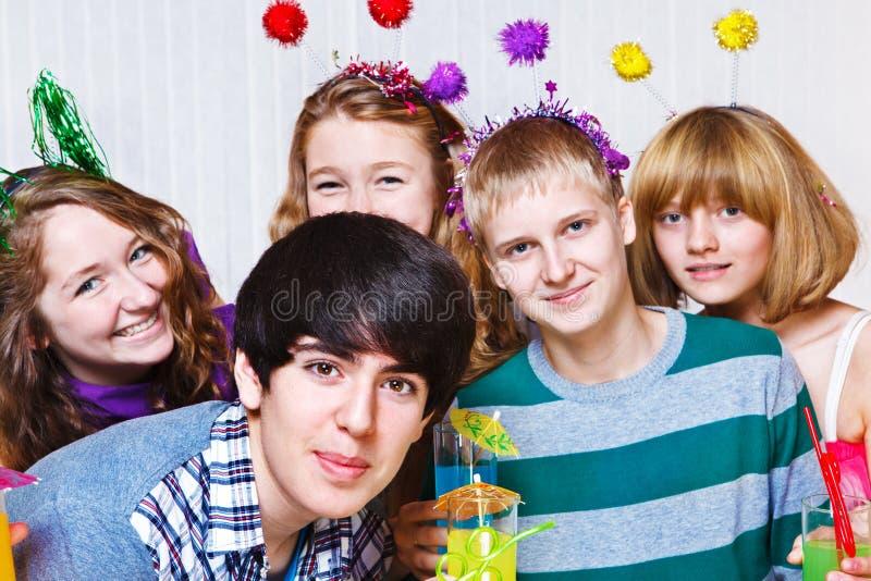 Tienerjaren bij de partij stock afbeeldingen