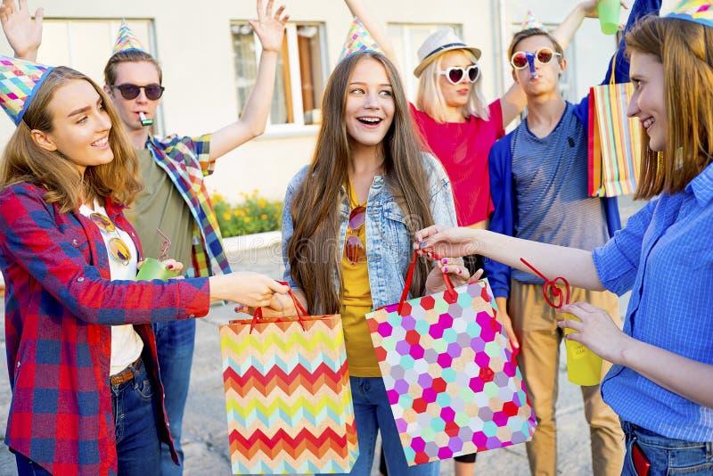 Tienerjaren die een partij hebben royalty-vrije stock foto's