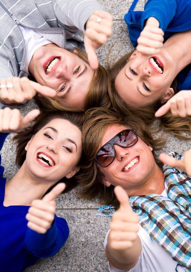 Tienerjaren met omhoog Duimen stock foto