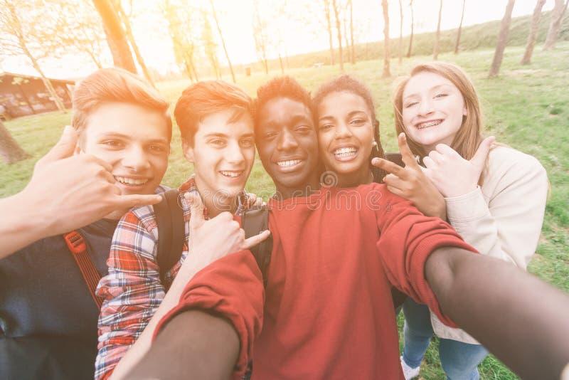 Tieners bij Park stock foto