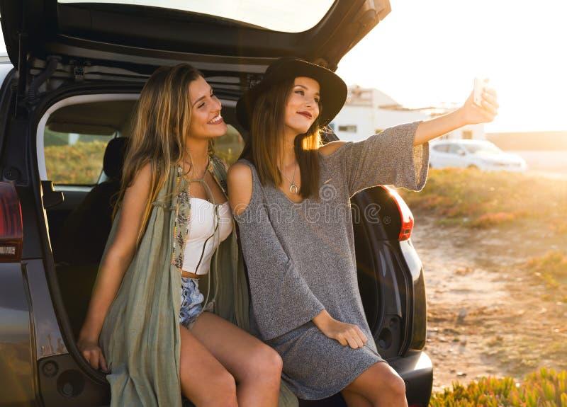 Tieners die een selfie nemen royalty-vrije stock foto's