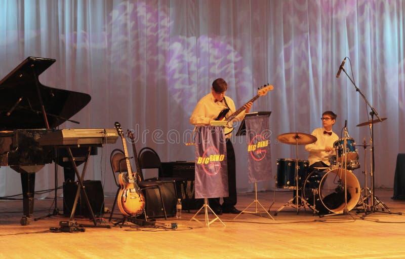 Tieners die jazz spelen royalty-vrije stock foto's
