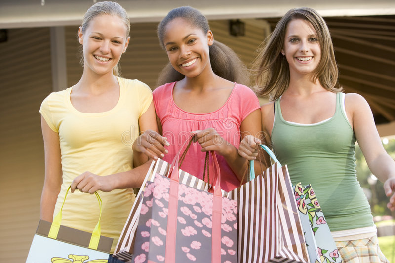 Tieners die uit winkelen stock afbeelding