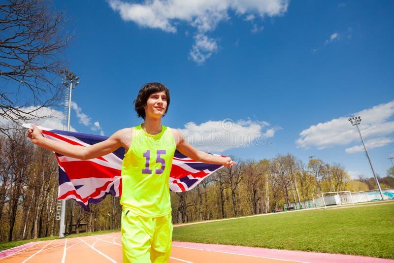 Tienersprinter die de vlag van Groot-Brittannië golven stock afbeelding