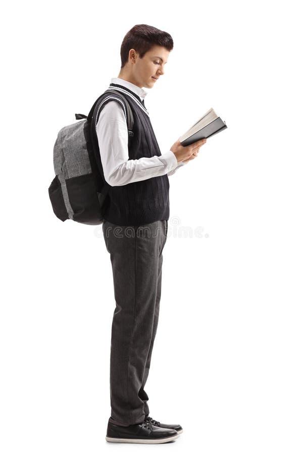Tienerstudent die een boek lezen en in lijn wachten stock afbeeldingen