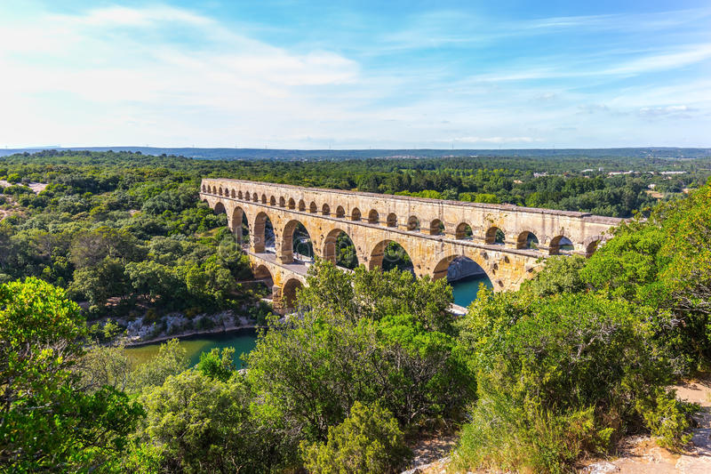 3-tiered мост-водовод Pont du Гар и природный парк стоковое фото rf