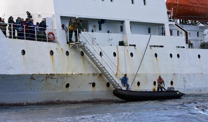 Tierkreislandung tijdens Expeditie-Kreuzfahrt Atlantik-Odyssee; Tierkreis lizenzfreie stockbilder