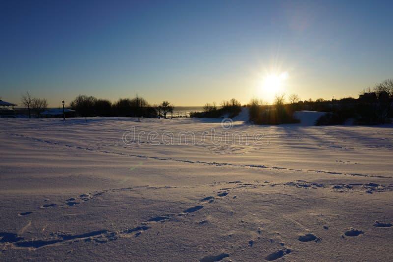 Tierra de la nieve debajo del sol foto de archivo libre de regalías