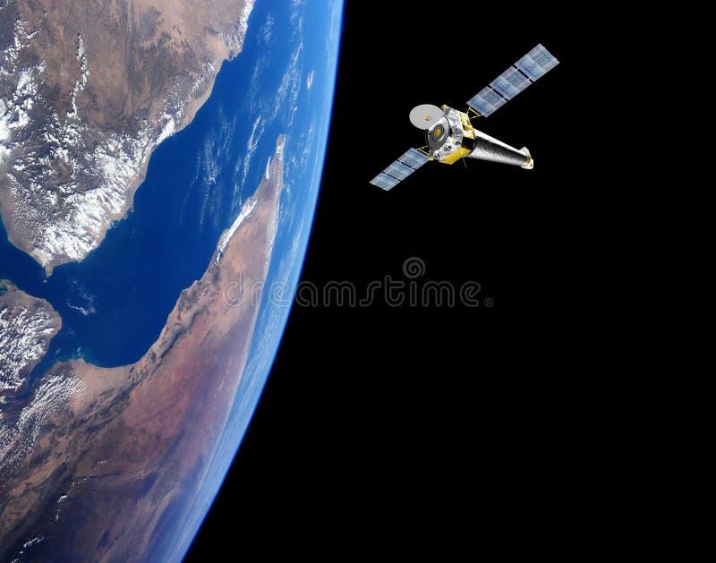 Tierra del planeta con el satélite en el espacio imagenes de archivo
