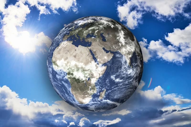 Tierra del planeta de la Sistema Solar en el cielo soleado azul en el fondo fotos de archivo libres de regalías