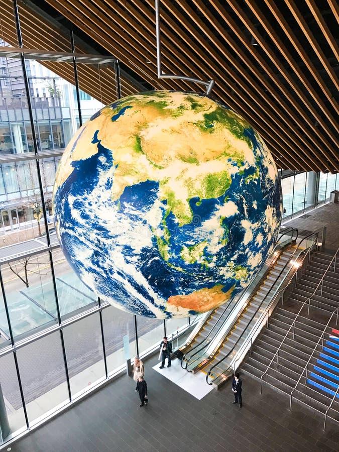 Tierra del planeta dentro de la Vancouver Convention Center, Columbia Británica imagenes de archivo