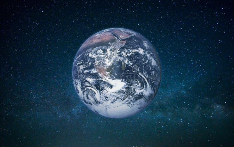 Tierra del planeta en espacio abierto en un fondo de la galaxia foto de archivo libre de regalías