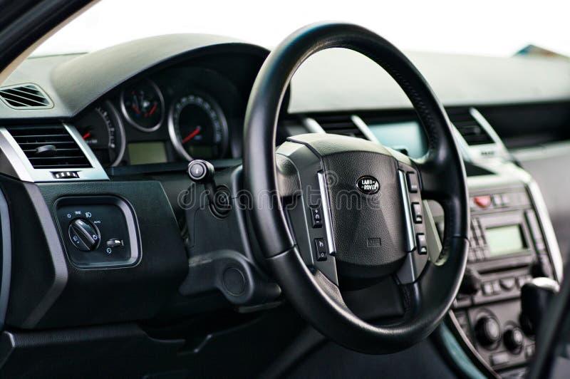 Tierra Rover Range Rover Sport 5 0L V8 sobrealimentó Tacómetro interior del velocímetro del tablero de instrumentos del coche de  imagen de archivo