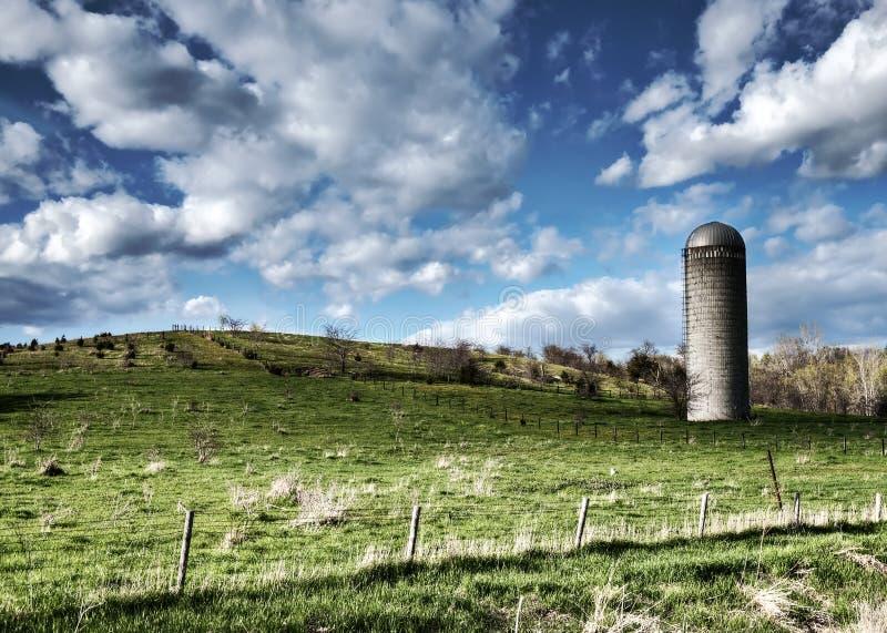 Tierras de labrantío de Iowa - pasto verde imagen de archivo