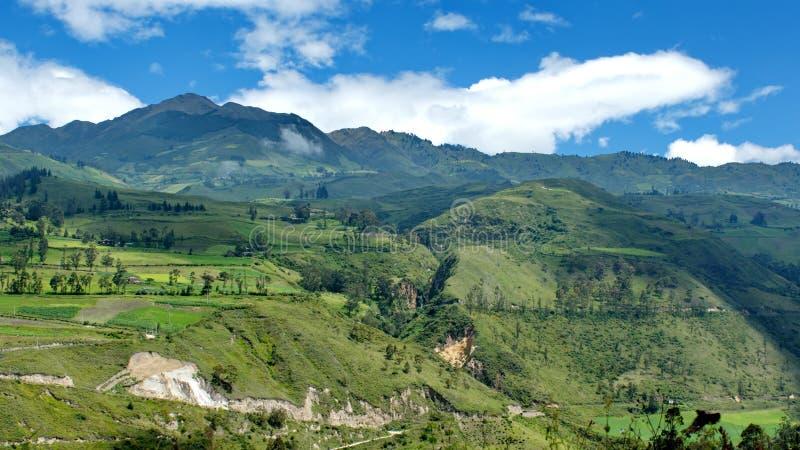 Tierras de labrantío enormes en el lado de una montaña fotografía de archivo libre de regalías