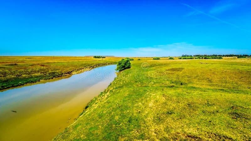Tierras de labrantío fértiles que rodean el Klipriver cerca de la ciudad de Standarton en Mpumalanga foto de archivo