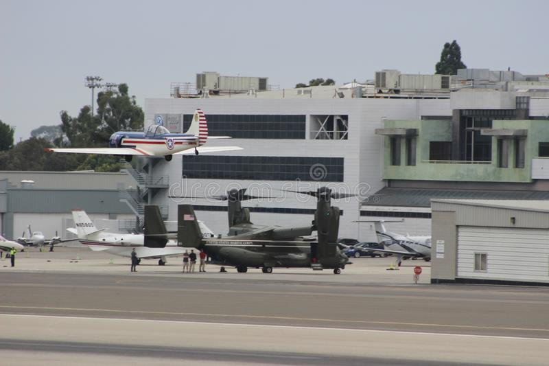 Tierras de MV-22B Osprey en Santa Monica foto de archivo