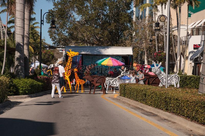 Tierstatuen am Eingang des 40. j?hrlichen Neapels nationaler Art Festival auf 5. Stra?e stockfotografie