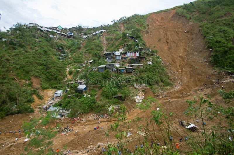 Tifón Ompong Mangkhut Filipinas de la tragedia del derrumbamiento de Ucab Itogon Benguet foto de archivo