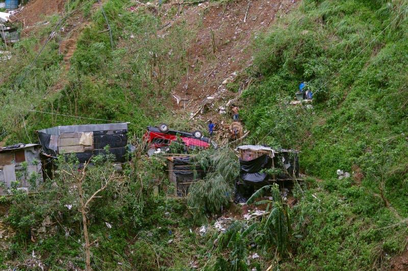 Tifón Ompong Mangkhut Filipinas de la tragedia del derrumbamiento de Ucab Itogon Benguet fotos de archivo