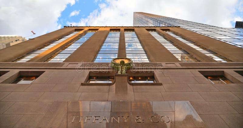 Tiffany Fifth Avenue budynek w środek miasta Manhattan i sklep Tiffany & Firma jest Amerykańskim luksusowym biżuterii i specjalno fotografia stock