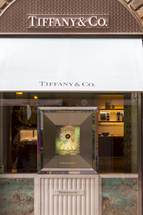 Tiffany- u. Co-Geschäft in Mailand stockfotografie