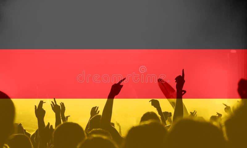Tifosi con il mescolamento della bandiera della Germania fotografie stock libere da diritti