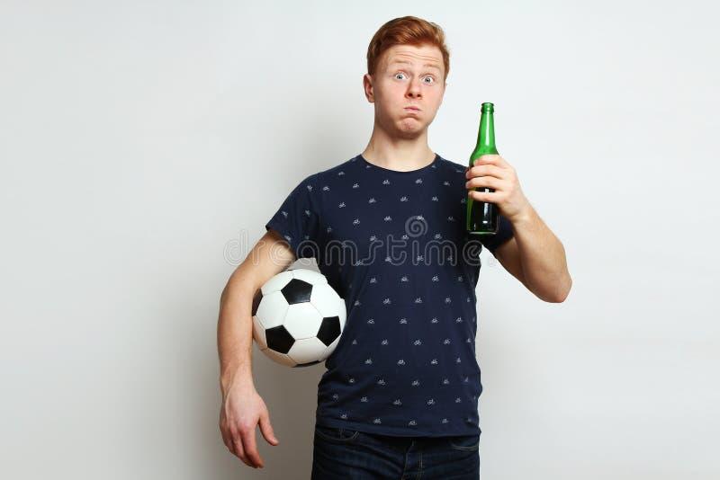 Tifoso con birra fotografia stock
