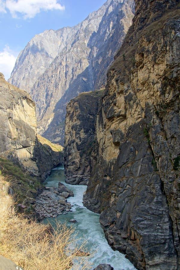 Tiger Leaping Gorge (hutiaoxia) près de Lijiang, province de Yunnan, Chine image stock