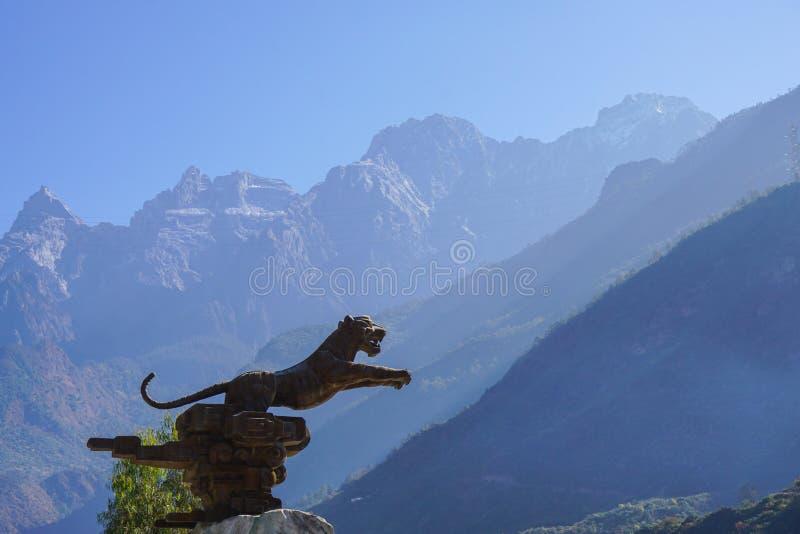 Tiger Leaping Gorge i Lijiang, Yunnan landskap, Kina arkivfoton