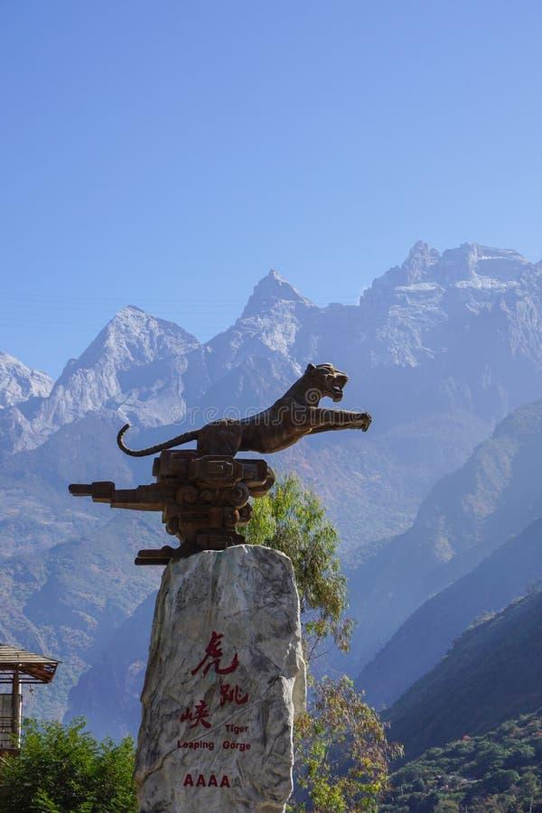Tiger Leaping Gorge i Lijiang, Yunnan landskap, Kina arkivbild