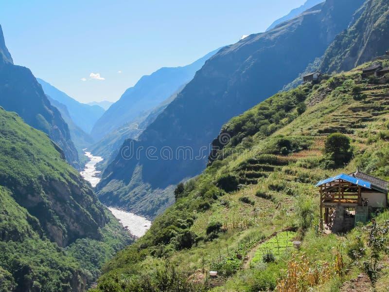 Tiger Leaping Gorge, Lijiang, il Yunnan, Cina immagine stock libera da diritti