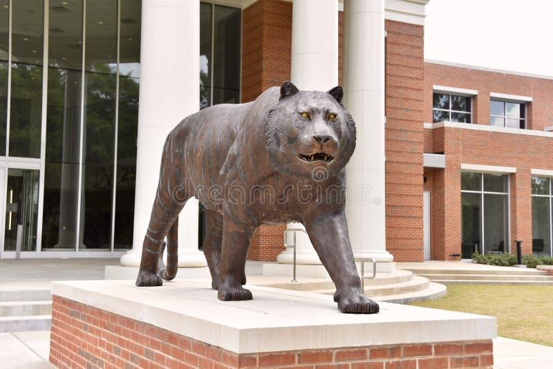 Tiger Statue na universidade de Memphis Basketball Facility, Memphis, TN imagem de stock