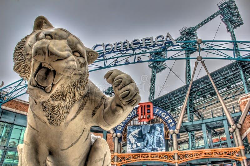 Tiger Statue på Comerica parkerar arkivbild