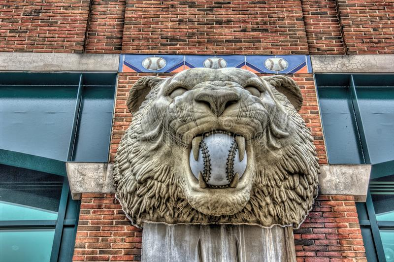 Tiger Statue på Comerica parkerar royaltyfria foton