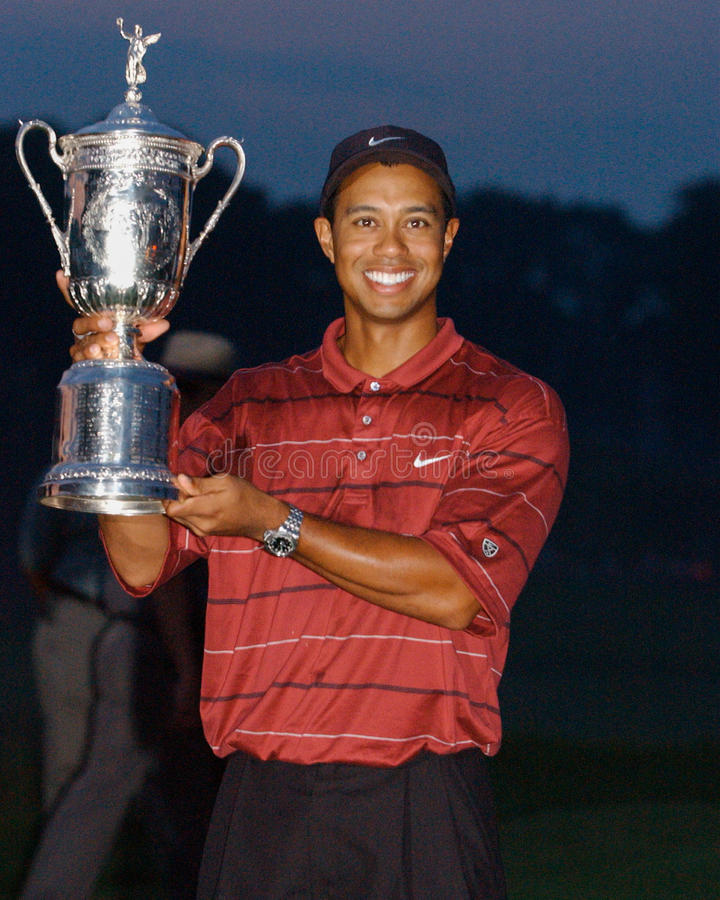 TIGER WOODS-US OPEN 2002. TIGER WOODS HOLDS UP HIS SECOND US OPEN TROPHY WIN stock photos