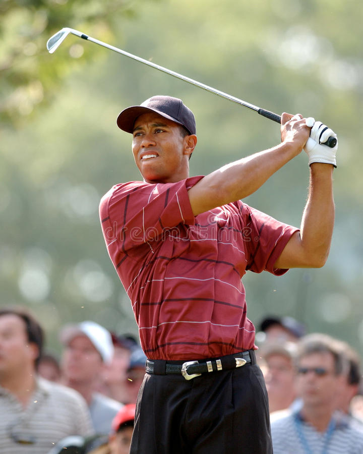TIGER WOODS-US OPEN 2002. TIGER WOODS TEES OF TO VICTORY AT THE 2002 US OPEN. (image taken from color slide stock photos