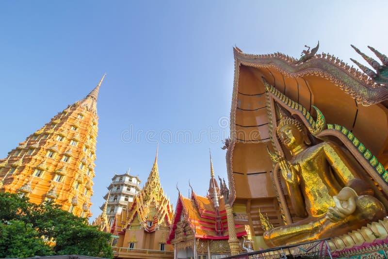 Tigergrottatempel på Thailand fotografering för bildbyråer