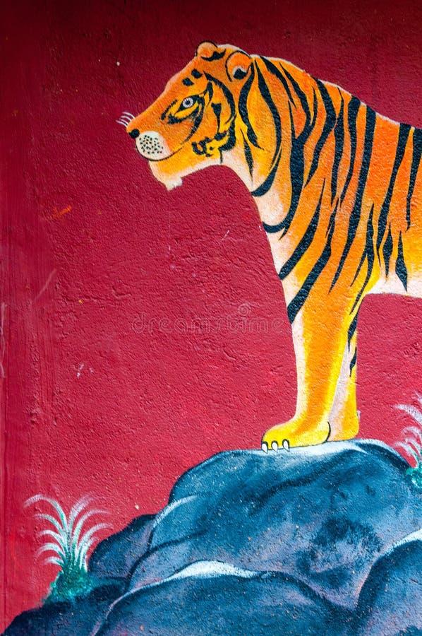 Tigerkonst på väggen av den Warli templet, Mumbai royaltyfria foton