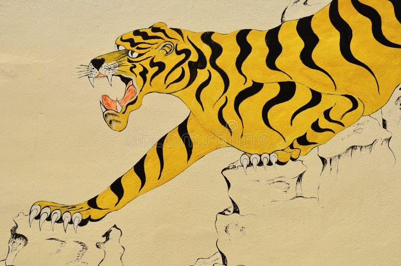 Tigermålning på väggen i thai tempel fotografering för bildbyråer