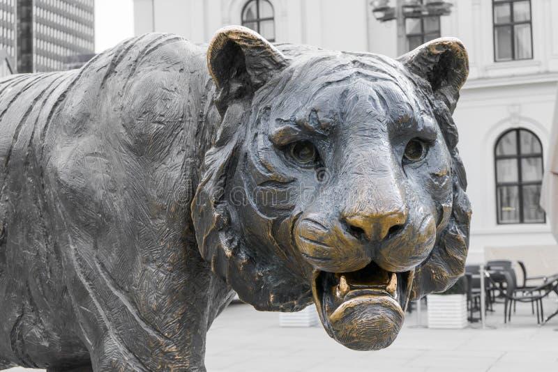 Tigerstatue in Oslo lizenzfreie stockfotos