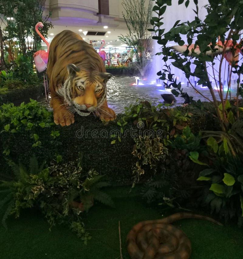 Tigre que caça a rapina imagens de stock royalty free