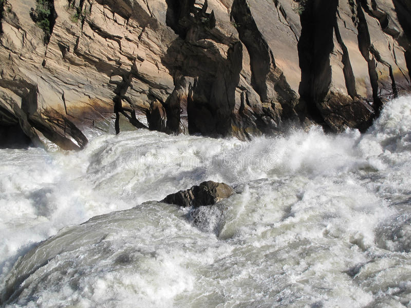 Tigre que salta la garganta, el río Yangzi, la garganta más profunda del mundo, China fotografía de archivo libre de regalías