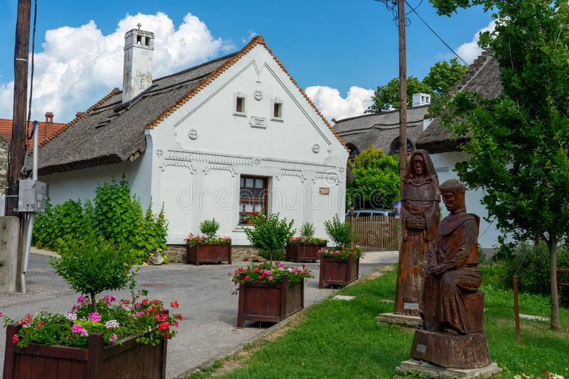 Tihany, Hongrie - 06 10 2019 : Vieilles maisons folkloriques dans Tihany, sur le rivage du nord du Lac Balaton image libre de droits