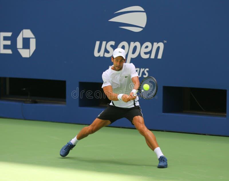 13-tijd Grote Slagkampioen Novak Djokovic van de praktijken van Servië voor het US Open van 2018 in Billie Jean King National Ten stock afbeelding