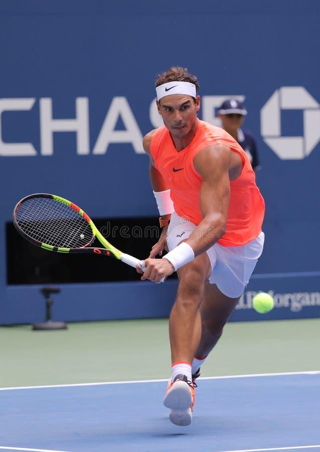 17-tijd Grote Slagkampioen Rafael Nadal van Spanje in actie tijdens zijn het US Openronde van 2018 van gelijke 16 stock foto