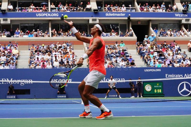 17-tijd Grote Slagkampioen Rafael Nadal van Spanje in actie tijdens zijn het US Openronde van 2018 van gelijke 16 royalty-vrije stock foto's