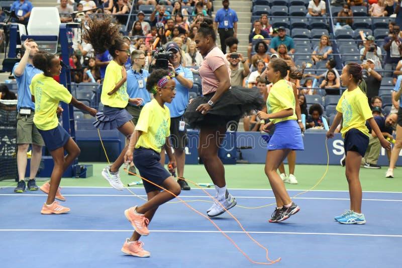 23-tijd neemt de Grote Slagkampioen Serena Williams in Arthur Ashe Kids Day deel vóór het US Open van 2018 stock afbeelding