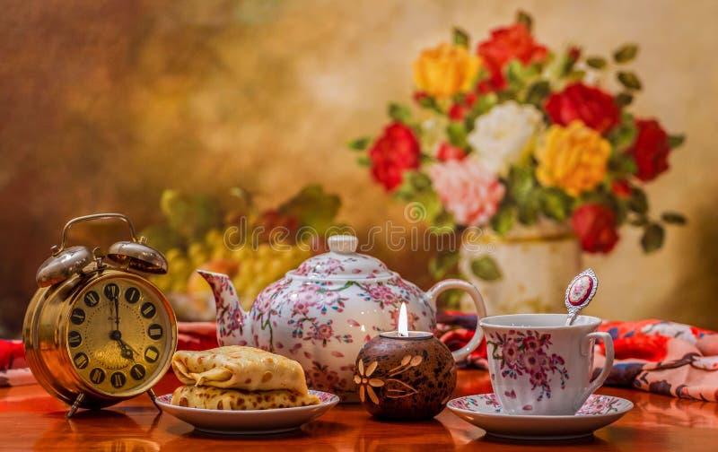 Tijd om thee te drinken stock fotografie
