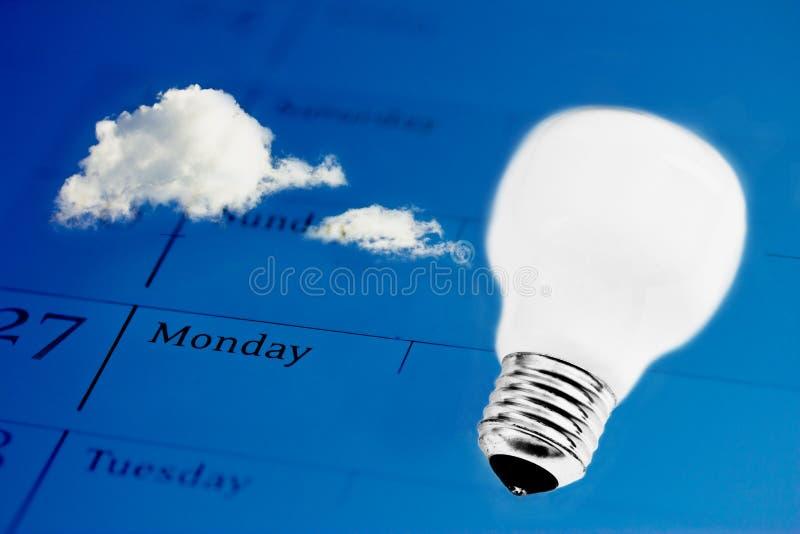 Tijd voor innovatie: lightbulb op bedrijfsagenda stock foto